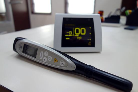 ダイアグノデントペン(光学式虫歯診断機)